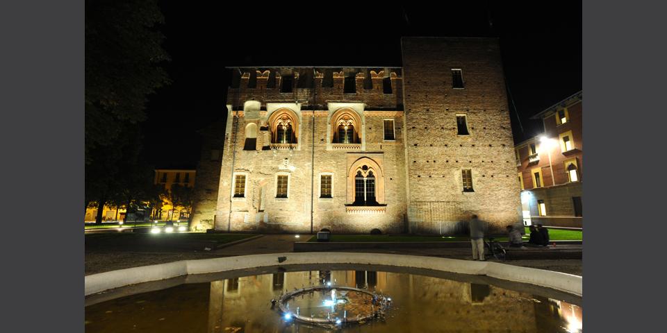 Abbiategrasso, il Castello Visconteo, notturno © Alberto Jona Falco