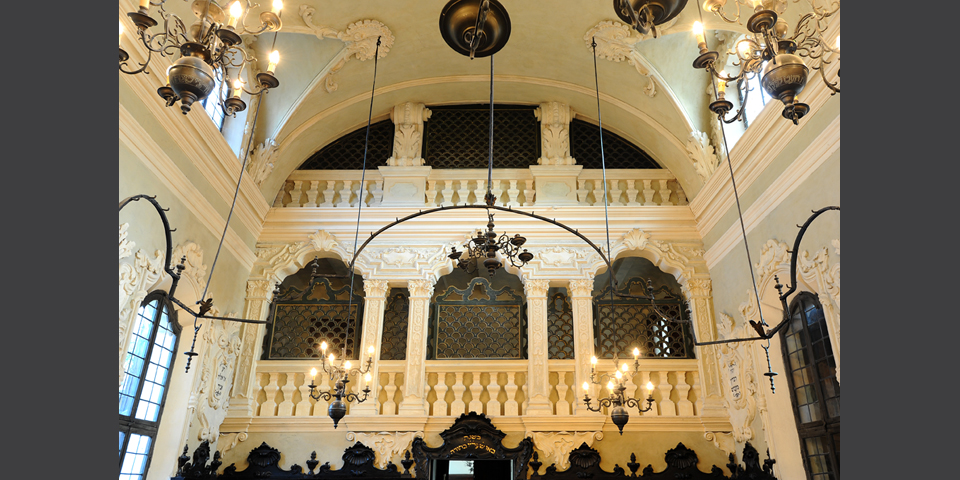 Interior of the Synagogue of Mantua, women's gallery © Alberto Jona Falco