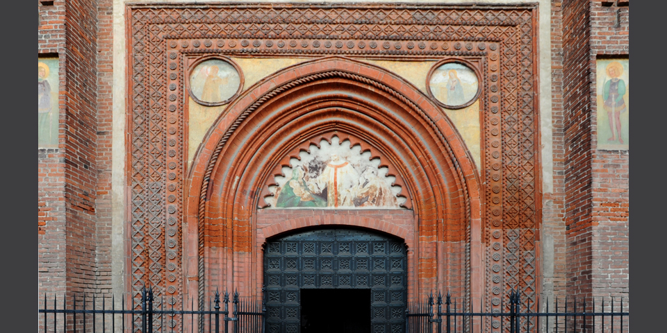 Mortara, detail of Mortara's Duomo main door © Alberto Jona Falco