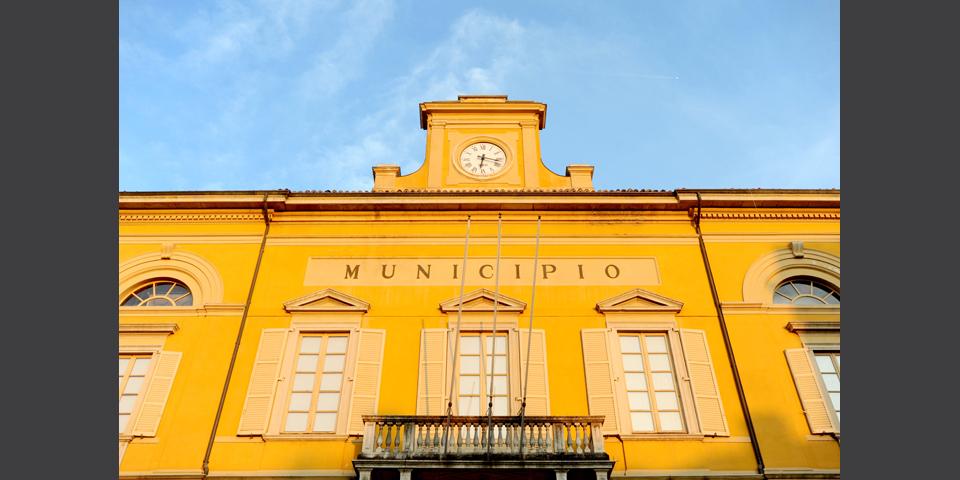 Mortara, il Municipio particolare della facciata © Alberto Jona Falco