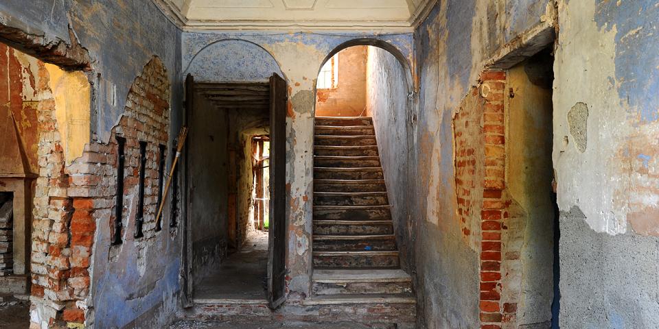 Ostiano entrata del palazzo pt ove si trovava la sinagoga all'interno del castello © Alberto Jona Falco