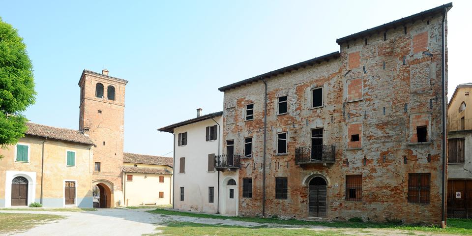 Ostiano palazzo ove si trovava la sinagoga all'interno del castello © Alberto Jona Falco