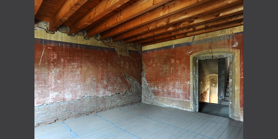 Ostiano sala al primo piano del palazzo ove si trovava la sinagoga all'interno del castello © Alberto Jona Falco