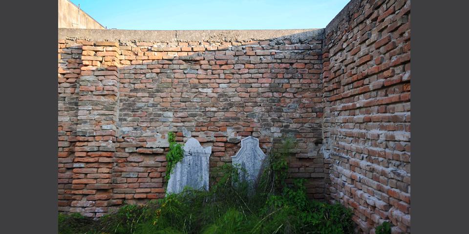 Revere interno del cimitero © Alberto Jona Falco
