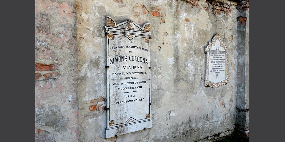 Viadana cimitero lapide murata © Alberto Jona Falco