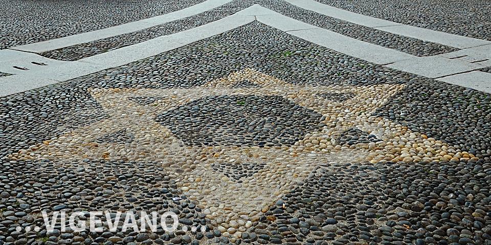 Vigevano, stella di David, particolare della pavimentazione della piazza © Alberto Jona Falco