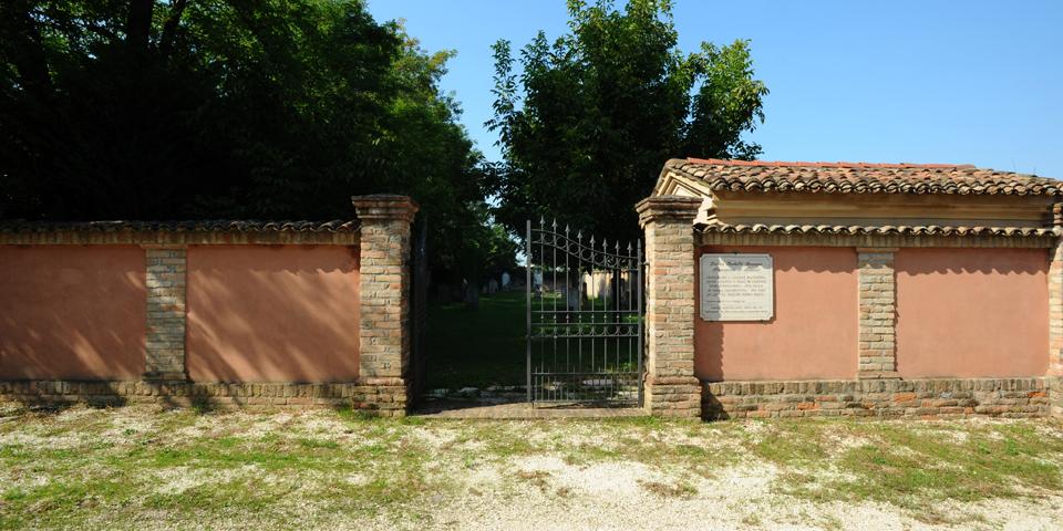 bozzolo entrata cimitero © Alberto Jona Falco