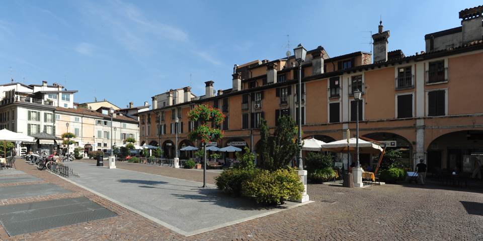 Brescia, market square, the arcades © Alberto Jona Falco