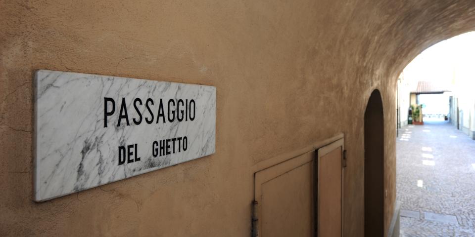 Iseo, passage of the ghetto © Alberto Jona Falco