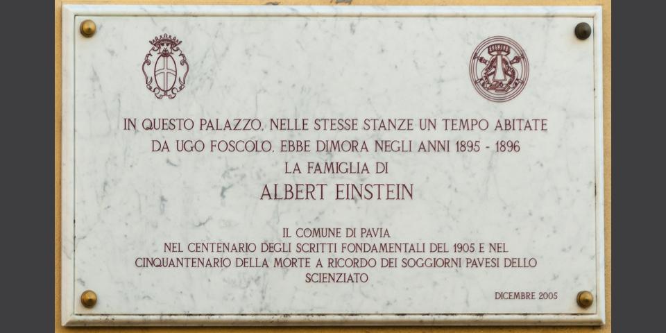 Pavia, in via Foscolo lapide in ricordo del soggiorno della famiglia di Albert Einstein © Alberto Jona Falco