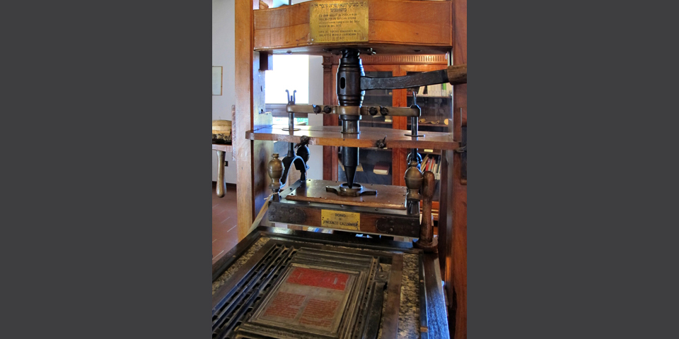 Soncino, detail of printing press in the Jewish printers' house, copy of Soncino's printing press housed in the Laurenziana Library in Florence © Alberto Jona Falco