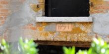 Ostiano particolare della scritta ritrovgata in un cortile nel retrobottega del fioraio © Alberto Jona Falco