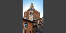 Pavia, view of the Duomo that rises above the Broletto © Alberto Jona Falco